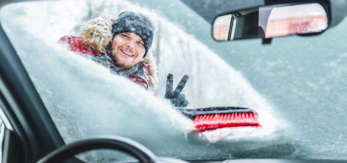 Schnee vom Auto einfach entfernen